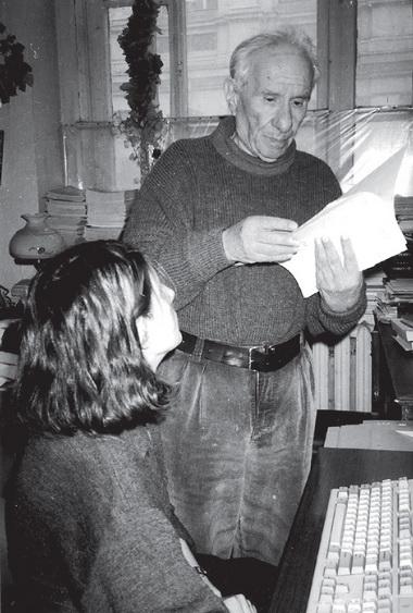 А.Володин иответственный секретарь «ПТЖ» А. Самохина вредакции наФонтанке. 1999г. Фото изархива редакции