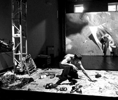 Сцена изэскиза «Затейник». Фото В. Луповского