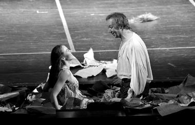 Н.Никулина (Арманда), С.Осинцев (Мольер). «Мольер». Фото изархива театра