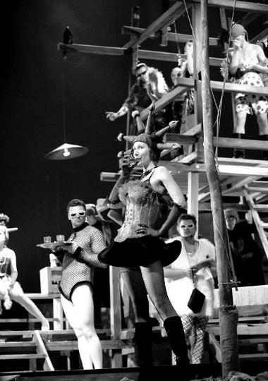 «История города Глупова». Сцена изспектакля. Фото Я. Колесинской