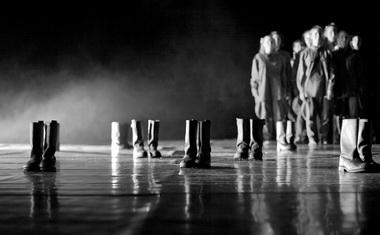 «Выпускной». Сцена изспектакля. Театр-студия современной хореографии (Москва). Фото Е. Фонтон