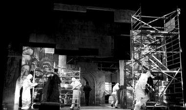 Сцены изспектакля Фото Т. Малсрооса изархива Эстонского театра драмы