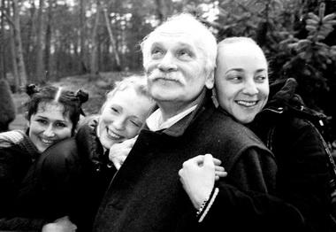 П.Фоменко иактрисы «Мастерской». Фото изархива театра