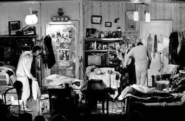 «Долгая жизнь», режиссер А.Херманис. Сцены изспектакля.  Фото В. Луповского