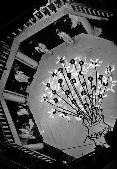 «Демон. Вид сверху», режиссер Д.Крымов. Сцена изспектакля.  Фото В. Луповского