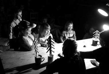 «Сказки измаминой сумки». Сцены изспектакля.  Фото В. Ярошевича