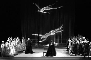 «Дон Карлос». Сцена изспектакля.  Фото В. Барановского