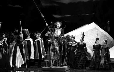 «Дон Кихот». Сцена изспектакля.  Фото Н. Разиной