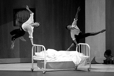 «Павильон Армиды». Сцена изспектакля.  Фото В. Луповского