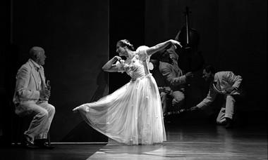 «Вишневый сад». Сцена изспектакля.  Фото В. Луповского