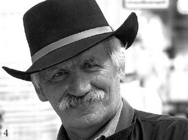 В.Виноградов вфинском магазине. 2009г.  Фото изархива режиссера