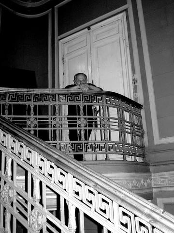 К.Гинкас удверей бывшей товстоноговской аудитории. Фото М. Дмитревской