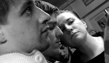 Актеры Е. Шумейко, В.Григорьев иУ.Фомичева. Фото П. Зобнина