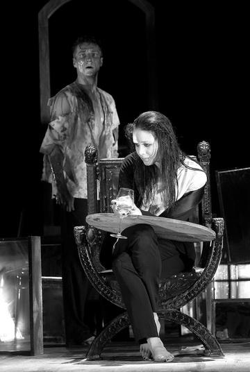 В.Куликов (Дункан), Л.Пицхелаури (Леди Макбет). Фото В. Васильева