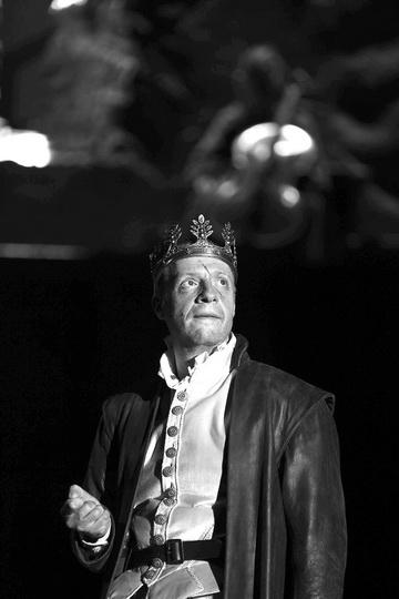 Д.Слингер (Макбет). Фото изархива театра