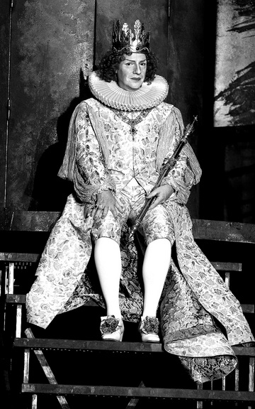 Д.Слингер (Ричард II). Фото изархива театра