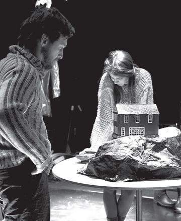 А.Плаксин (Асле), О.Кормишина (Женщина). Театр «Особняк». Фото Т. Маркович