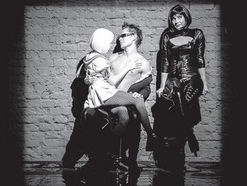 Н.Саккулина (Божена), Е.Барашкова (Галина). Театр-Театр. Фото И. Козлова