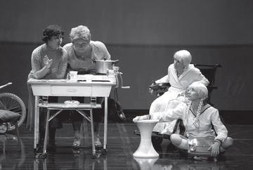 Сцена изспектакля. Театр «TR». Фото Д. Пичугиной