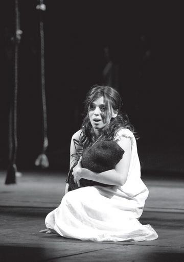 Н.Уварова (Мэри). РАМТ. Фото Е. Меньшовой