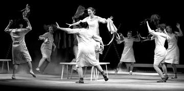 Сцена изспектакля «Сказки женщин». Фото О. Полонниковой