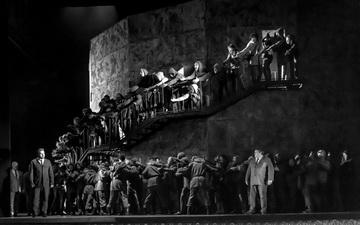 Сцена из спектакля. Екатеринбургский театр оперы и балета. Фото С. Гутника