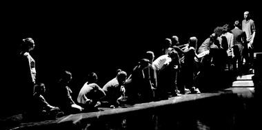 «Священнослужительница». Сцены изспектакля. Фото М. Тот-Ридовича изархива театра «Кретакёр»