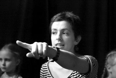 П.Стружкова ведет мастер-класс вКрасноярском ТЮЗе. Фото А. Зыковой