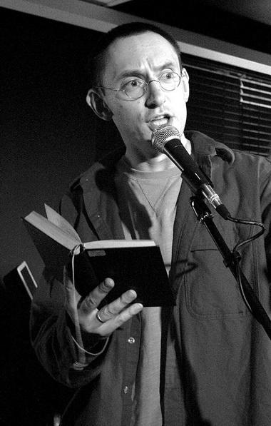Б.Павлович читает Н.Заболоцкого вкнижном клубе «12». Фото М. Андрианова