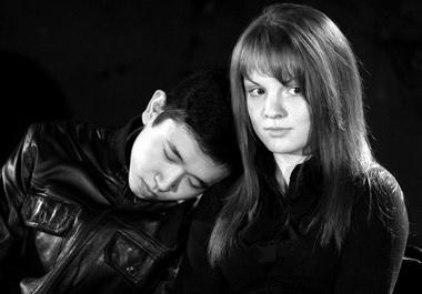 Эрдня Эрднеев, Оксана Воронина вспектакле. Фото П. Терентьева