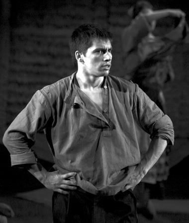А.Момот (Григорий Мелехов). Фото Д. Пичугиной