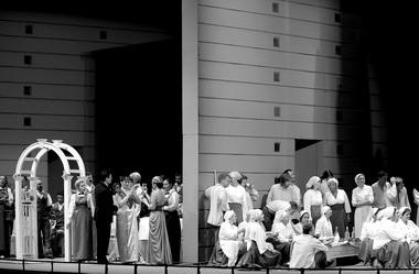 «Русалка». Сцена изспектакля. Мариинский театр. Фото Н. Разиной