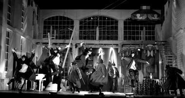 «Белая гвардия». Сцены изспектакля. Фото В. Пустовалова