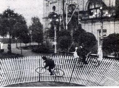 Велоаттракцион сада «Буфф». 1913г.