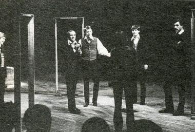 Сцена изспектакля «Сто братьев Бестужевых». Фото Ю. Богатырёва
