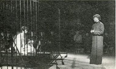 В.Кухарешин (Лизогуб) иВ.Шубин (Отец Виссарион). «Если иначе нельзя». Фото А. Укладникова