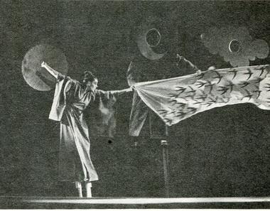 Сцена изспектакля. Фото В. Дюжаева