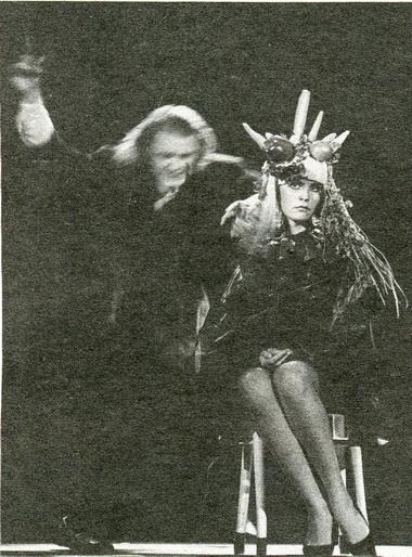И.Копылов иО.Базилевич всцене изспектакля. Фото В. Дюжаева