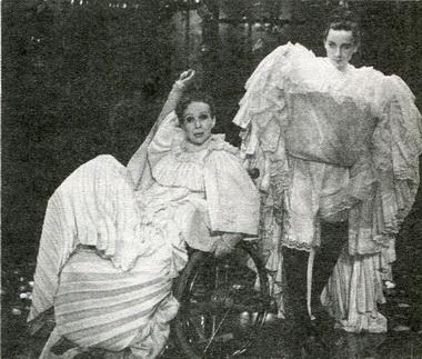 Э.Зиганшина (Клотильда) иО.Онищенко (Джезуальда). Фото Ю. Богатырёва
