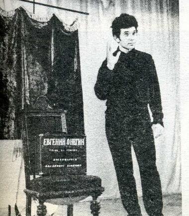 И.Ларин вспектакле «Евгений Онегин. Рисунки наполях». Театр «Монплезир». Фото П. Маркина