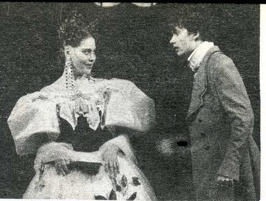 С.Чернова (Марья Антонова) иГ.Смирнов (Хлестаков). Фото В. Васильева