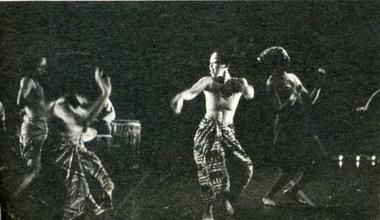 «Nyabinghl— Dreamtime». Сцена изспектакля. Театр «Urban Bush Women», Нью-Йорк