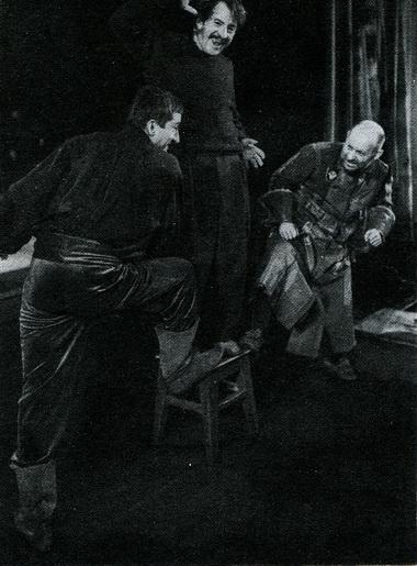 Г.Тростянецкий нарепетиции спектакля «Скупой». Фото В. Дюжаева
