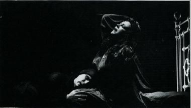 О. Самошина (Тойбеле) иДм. Бульба (Элханон) «Тойбеле иеедемон». Фото Ю. Белинского