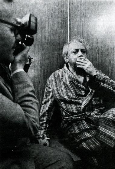 В. Стржельчик вгримёрной вдень своего 70-летия. Фото Ю. Белинского