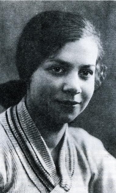 Аня Хаславская. 1935 г. Первый день занятий в студии ТЮЗа. Фото из архива автора